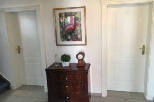 Stilltüren in weiß Lack mit vergoldete Türbänder dreiteilig